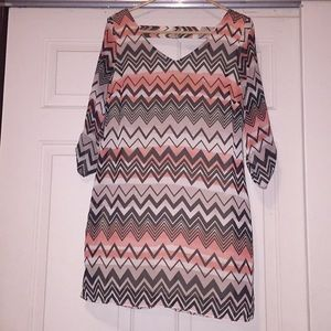 Women's chevron shift dress with open back-Sz S